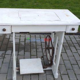 Maszyna do szycia ze stołem TEXTIMA
